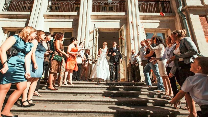 У Русији ће бити забрањено ступање у брак паровима истог пола и трансгендерима