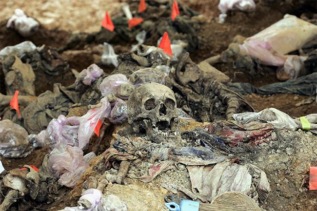 Срби могу само да пожеле да NATO свој здрави осиромашени уранијум служи са јелима у Монсу