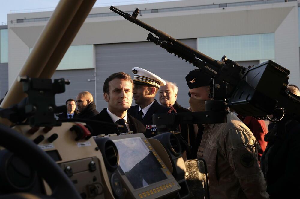На страну француских пензионисаних генерала анонимно стале и стотине активних официра