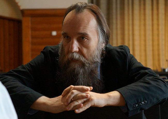 """Дугин је и """"српски брат""""и озбиљан мислилац и критичар Запада – зато Американци и преко """"Блица"""" од њега праве фашисту"""